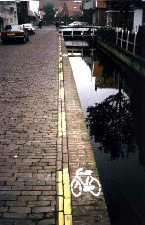 Glöm inte cykelhjälmen... och flytvästen