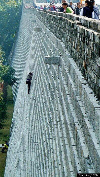 Kinesisk kvinna klättrar den Nanjings Zhonghua?!