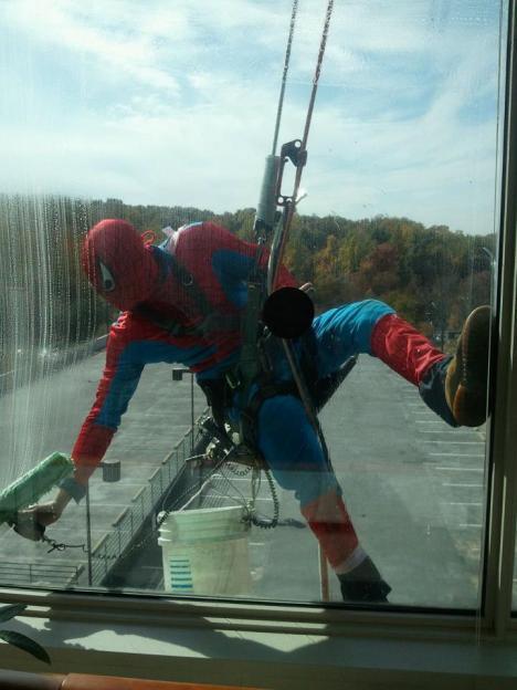 Spindelmannen som fönsterputsare
